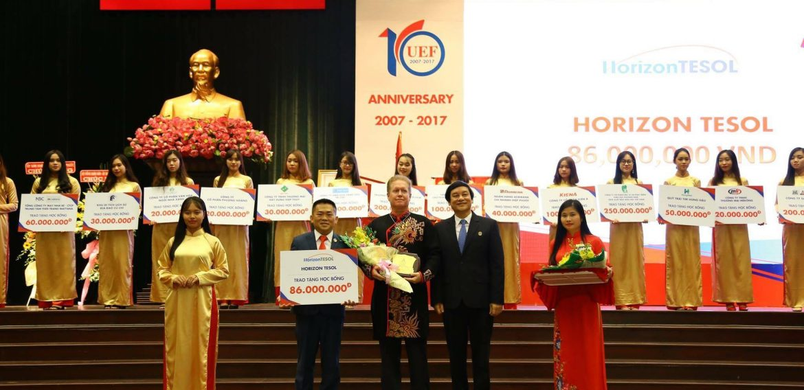 HORIZON TESOL AWARDS SCHOLARSHIPS OF 86 MILLION VND FOR UEF STUDENTS ON THE 10-YEAR CEREMONY OF ESTABLISHMENT