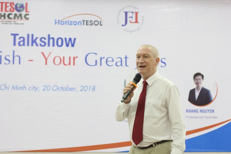 Thầy Ian Morton lưu ý các bạn sinh viên cần rèn luyện5 kỹ năng quan trọng khi học tiếng Anh