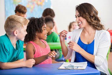 Cùng diễn kịch nào! 11 chủ đề cho các hoạt động nhập vai trong lớp học.