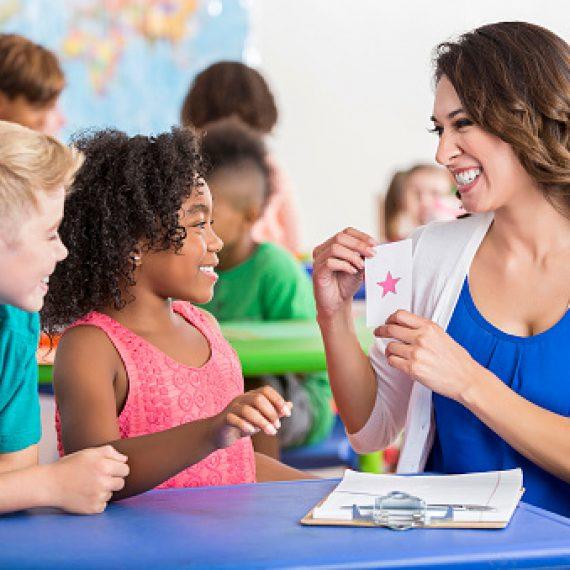 Những hoạt động vào ngày đầu tiên đi học để tạo không khí hào hứng